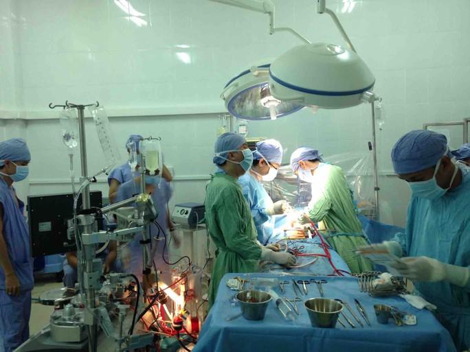 Kỳ diệu khi cứu sống 1 trường hợp thủng động mạch chủ cuống tim - Ảnh 2.