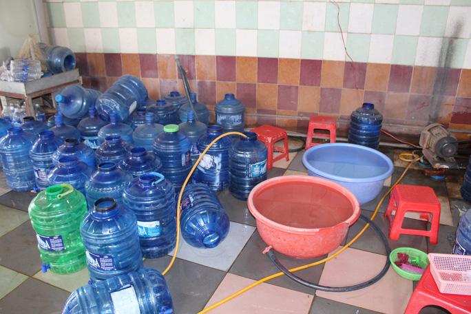 Kinh hãi công nghệ sản xuất nước uống đóng chai - Ảnh 2.
