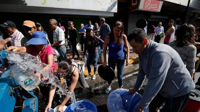 Vừa khôi phục gần hết lưới điện, Venezuela điều tra thủ lĩnh đối lập - Ảnh 1.
