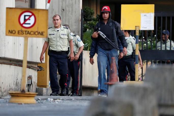 Quân đội Mỹ không hỗ trợ nhân viên ngoại giao rời Venezuela - Ảnh 1.