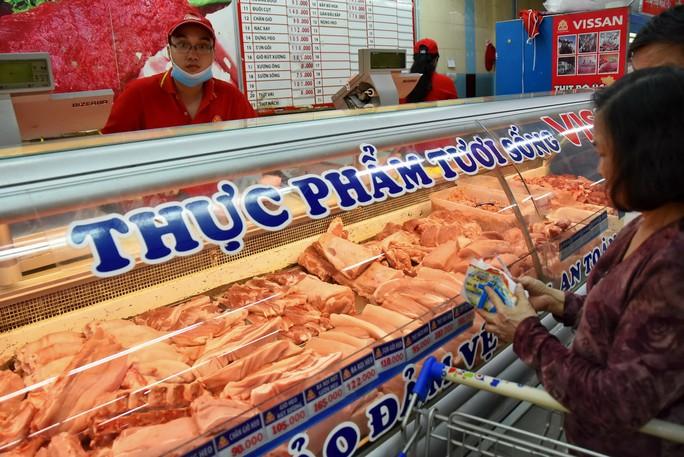 Lo dịch bệnh, người tiêu dùng tìm mua thịt heo có thương hiệu - Ảnh 1.