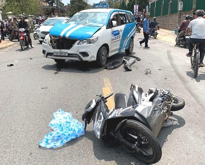 Thanh niên nghi ngáo đá gây tai nạn liên hoàn trên phố Đà Lạt - Ảnh 4.