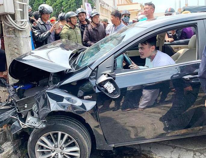 Thanh niên nghi ngáo đá gây tai nạn liên hoàn trên phố Đà Lạt - Ảnh 2.