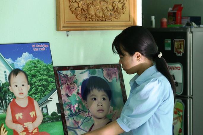 Hoãn phiên xử vụ 2 cháu bé chết thương tâm dưới bánh xe khách ở Bình Dương - Ảnh 1.