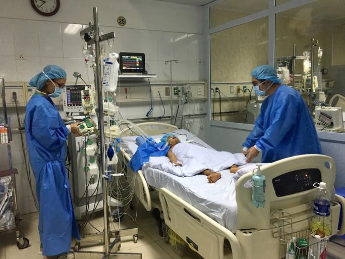 Lần đầu tiên Việt Nam chia gan từ 1 người hiến chết não cứu sống 2 bệnh nhân - Ảnh 2.