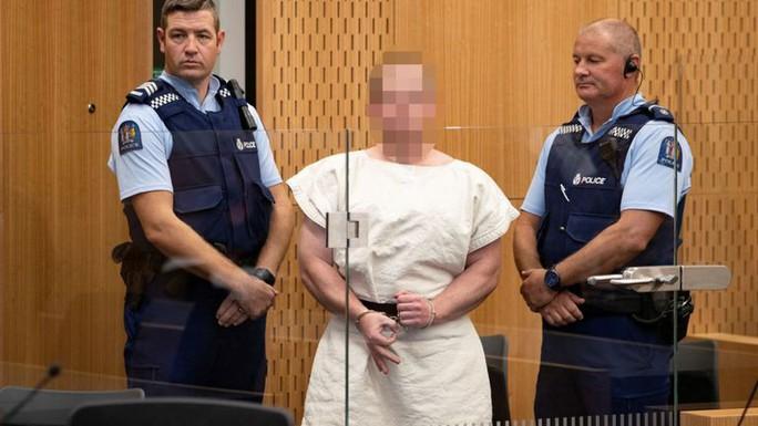 Nghi phạm xả súng hàng loạt ở New Zealand ra tòa - Ảnh 1.