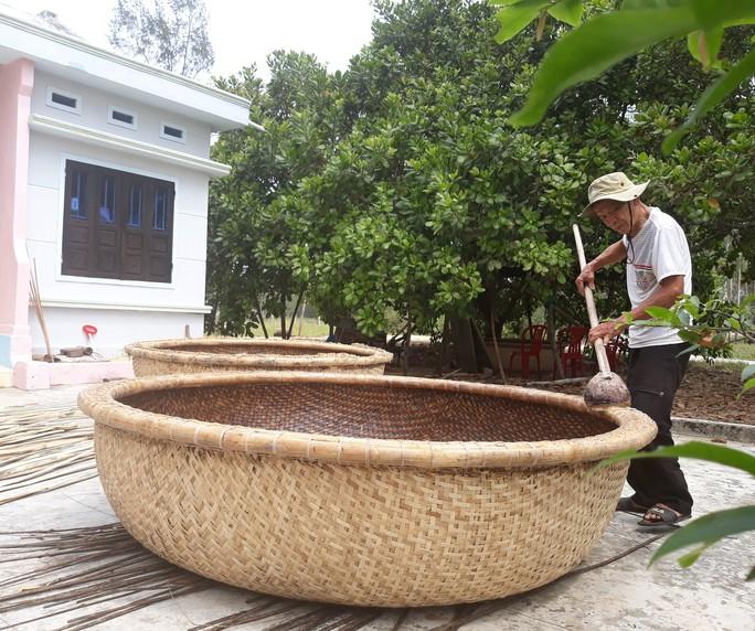 Kỳ công nghề đan thuyền thúng ở xứ Quảng - Ảnh 15.