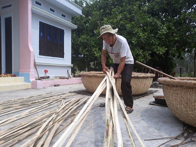Kỳ công nghề đan thuyền thúng ở xứ Quảng - Ảnh 5.