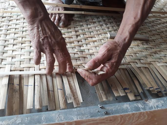 Kỳ công nghề đan thuyền thúng ở xứ Quảng - Ảnh 7.