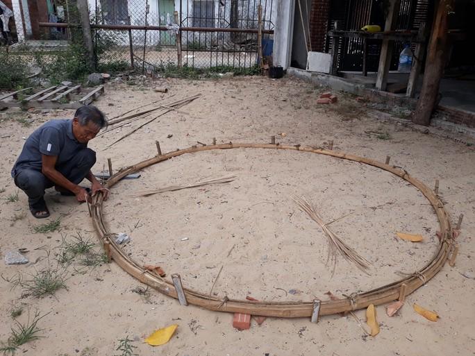 Kỳ công nghề đan thuyền thúng ở xứ Quảng - Ảnh 9.