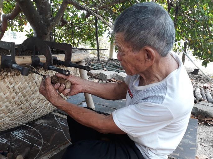 Kỳ công nghề đan thuyền thúng ở xứ Quảng - Ảnh 10.