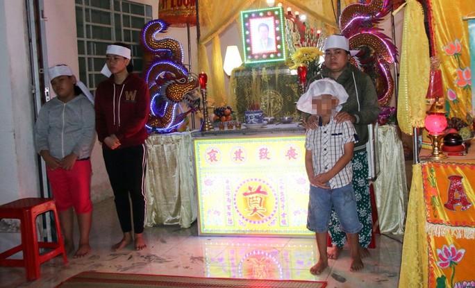 Vụ sập tường 6 người chết ở Vĩnh Long: Con gái nghỉ học làm trụ cột thay cha - Ảnh 2.