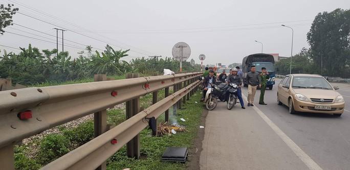 Băng qua đường sắt, 2 vợ chồng 80 tuổi bị tàu hỏa tông chết - Ảnh 1.