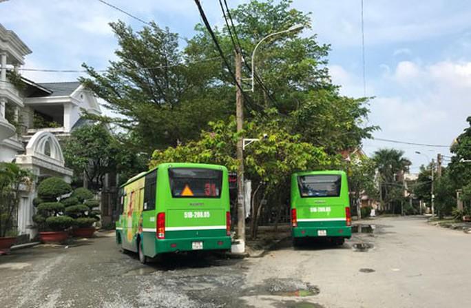 Tắc bến bãi cho xe buýt - Ảnh 1.