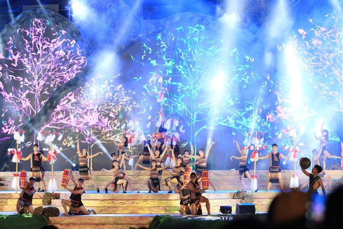 Đông Nhi, Noo Phước Thịnh... cháy hết mình tại đêm bế mạc Lễ hội Cà phê - Ảnh 3.