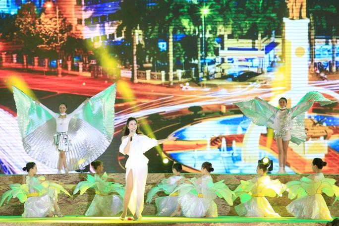 Đông Nhi, Noo Phước Thịnh... cháy hết mình tại đêm bế mạc Lễ hội Cà phê - Ảnh 4.