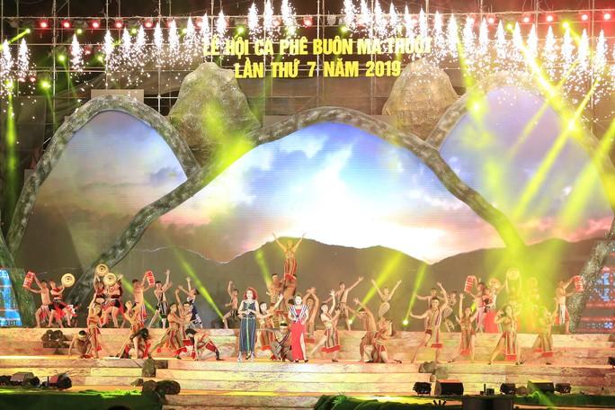 Đông Nhi, Noo Phước Thịnh... cháy hết mình tại đêm bế mạc Lễ hội Cà phê - Ảnh 1.