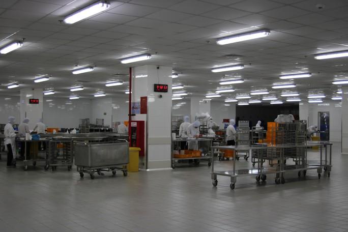 Khám phá bếp ăn đặc biệt làm 22.000 suất ăn/ngày cho các chuyến bay - Ảnh 35.