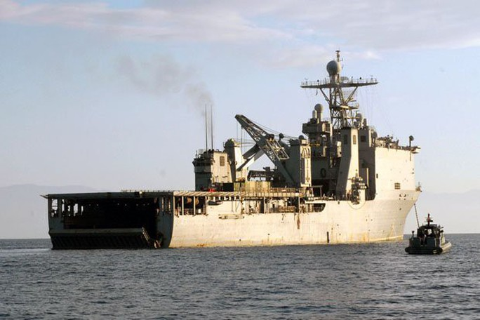 Chiến hạm Mỹ bị cách ly trên biển vì virus hiếm - Ảnh 1.