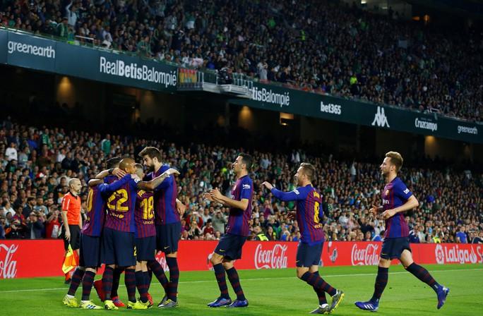 Báo chí trao cúp sớm cho Barcelona, CĐV Betis mừng Messi phá lưới đội nhà - Ảnh 5.