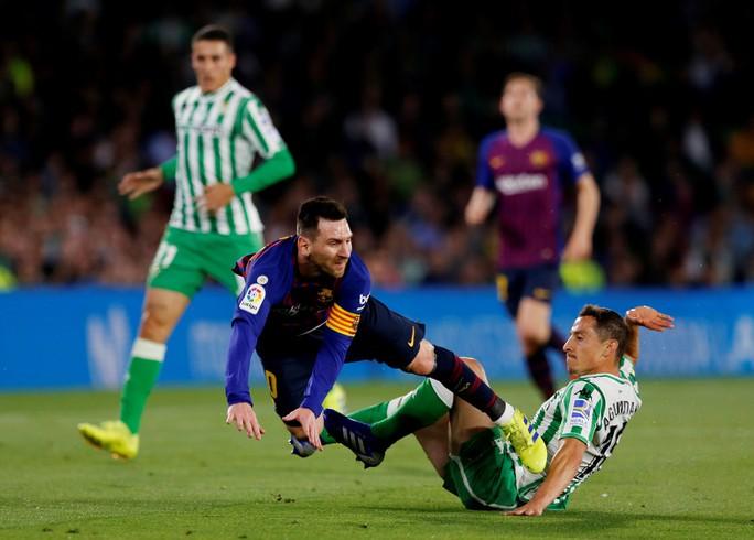 Báo chí trao cúp sớm cho Barcelona, CĐV Betis mừng Messi phá lưới đội nhà - Ảnh 3.