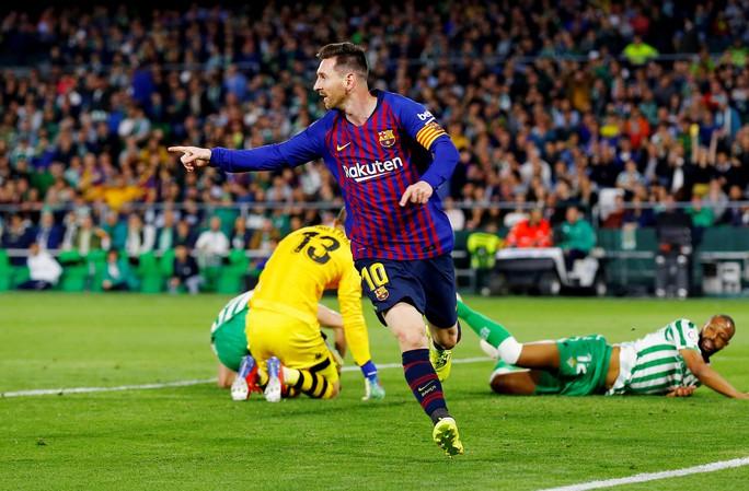 Báo chí trao cúp sớm cho Barcelona, CĐV Betis mừng Messi phá lưới đội nhà - Ảnh 4.
