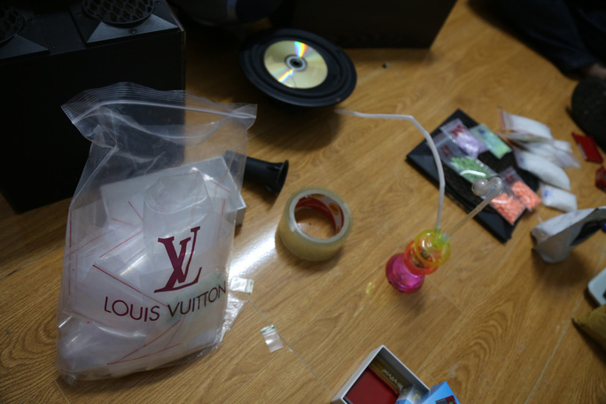 Bắt giữ khẩn cấp đối tượng tàng trữ 1 kg ma túy  - Ảnh 4.