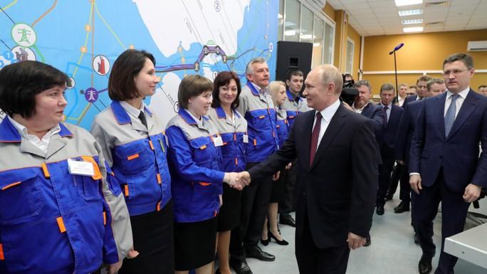 Ông Putin dự lễ khánh thành hai nhà máy điện ở Crimea - Ảnh 1.