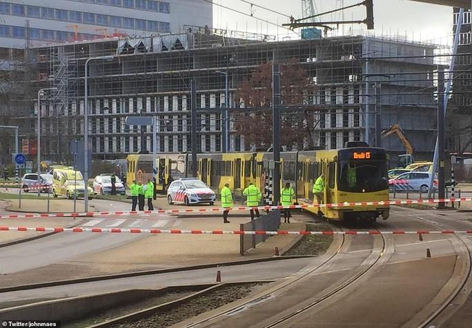 Vụ xả súng ở Hà Lan: Cuộc truy bắt thần tốc và hé lộ tình tiết không ngờ  - Ảnh 2.