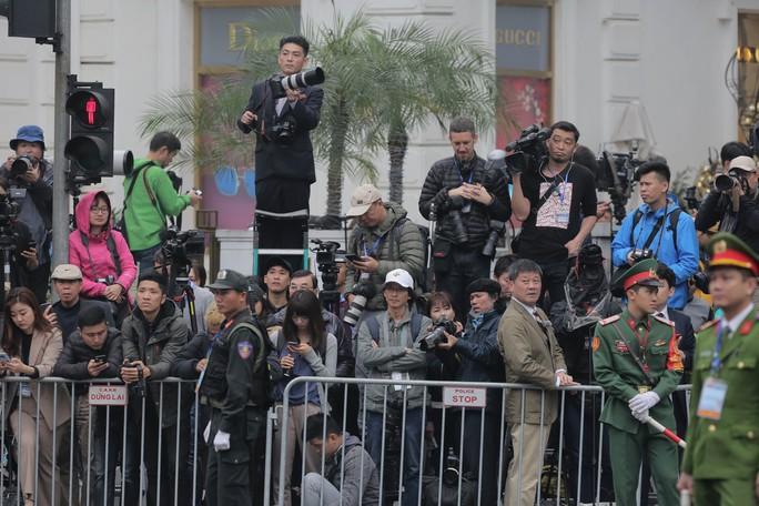 Soi đồ nghề của phóng viên Triều Tiên tháp tùng Chủ tịch Kim Jong-un - Ảnh 9.
