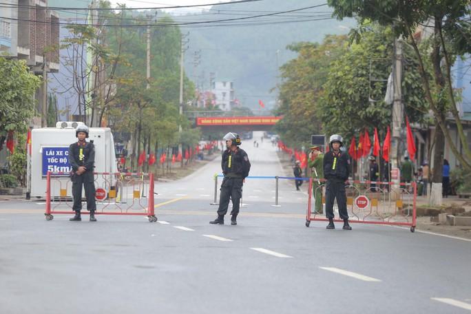Cận cảnh dàn xe bọc thép tại ga Đồng Đăng trước giờ Chủ tịch Kim Jong-un rời Việt Nam - Ảnh 2.