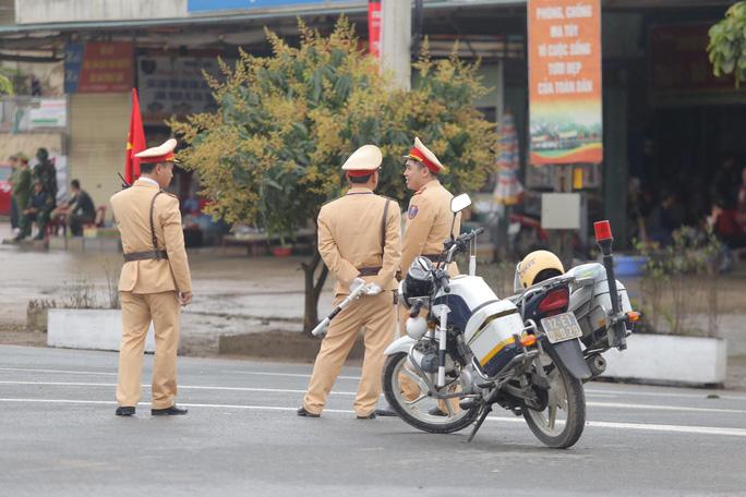 Cận cảnh dàn xe bọc thép tại ga Đồng Đăng trước giờ Chủ tịch Kim Jong-un rời Việt Nam - Ảnh 3.