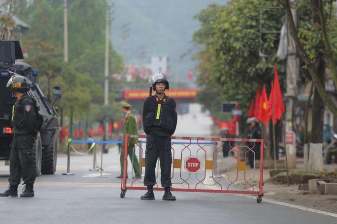 Cận cảnh dàn xe bọc thép tại ga Đồng Đăng trước giờ Chủ tịch Kim Jong-un rời Việt Nam - Ảnh 6.