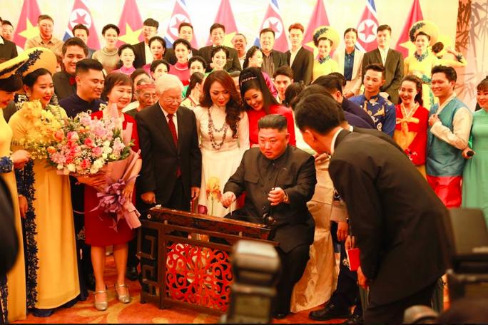 Hé lộ sở thích nghệ thuật của Chủ tịch Triều Tiên Kim Jong-un - Ảnh 3.