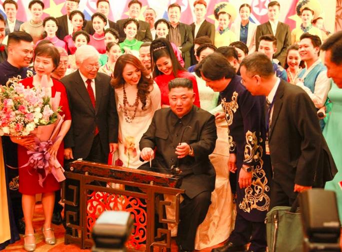 Hé lộ sở thích nghệ thuật của Chủ tịch Triều Tiên Kim Jong-un - Ảnh 4.