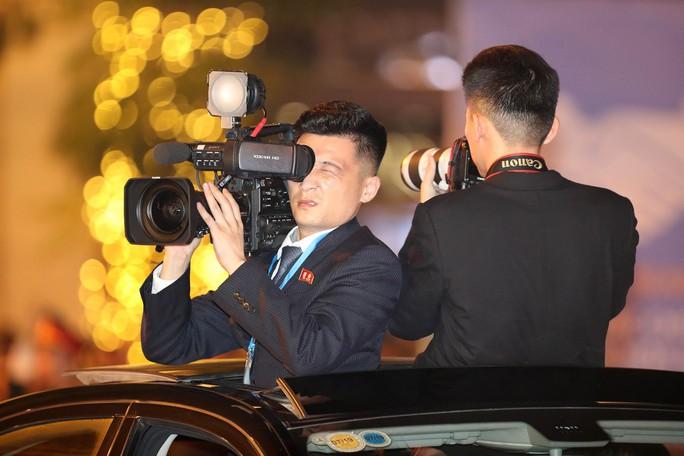 Soi đồ nghề của phóng viên Triều Tiên tháp tùng Chủ tịch Kim Jong-un - Ảnh 10.