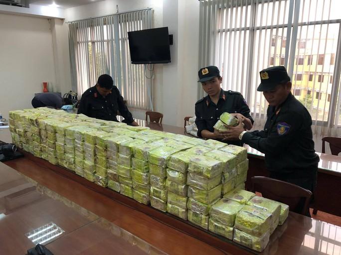Công an vây bắt ổ ma túy cực lớn ở TP HCM, bắt  8 đối tượng Trung Quốc - Ảnh 1.