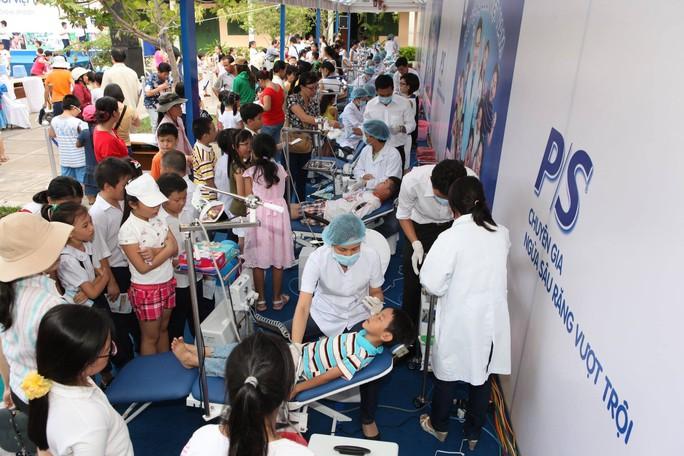 Bệnh viện Răng Hàm Mặt TP HCM khám bệnh miễn phí - Ảnh 1.