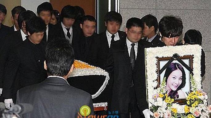 Vụ bê bối tình dục đốt 520 triệu USD của 5 hãng giải trí Hàn Quốc - Ảnh 4.