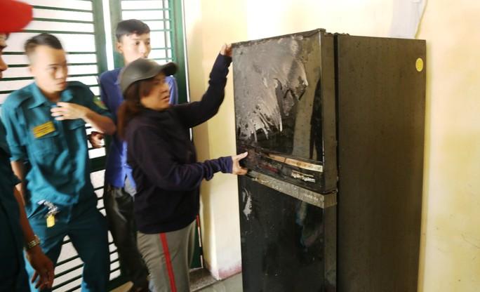 Cháy tầng 5 chung cư, người dân hốt hoảng tháo chạy - Ảnh 3.