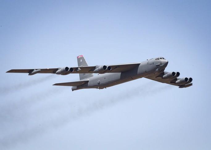 B-52 của Mỹ bất ngờ xuất hiện gần bán đảo Triều Tiên - Ảnh 1.
