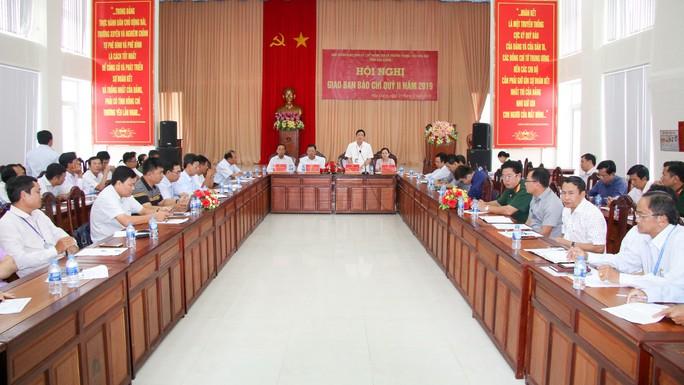 Bỏ phiếu kín xử lý vụ xe biển xanh Hậu Giang đi dự tiệc ở Cần Thơ - Ảnh 1.
