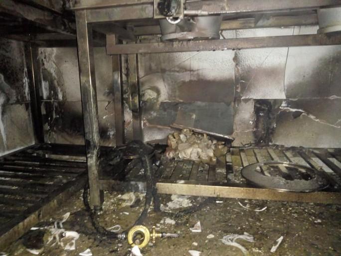 Giải cứu 5 khách Trung Quốc mắc kẹt trong vụ cháy khách sạn Helen ở Hạ Long - Ảnh 2.