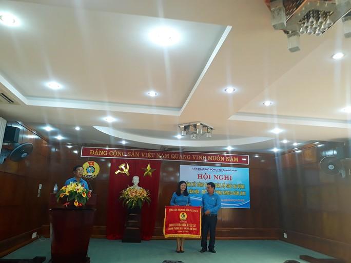 Quảng Nam: Khen thưởng cho các tập thể, cá nhân đạt thành tích phong trào Xanh – Sạch – Đẹp - Ảnh 3.