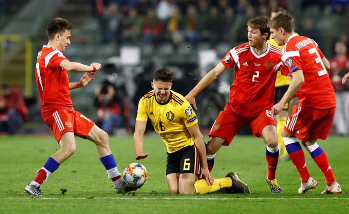Người nhện Courtois tặng quà, Hazard đòi lại 3 điểm cho Bỉ - Ảnh 5.