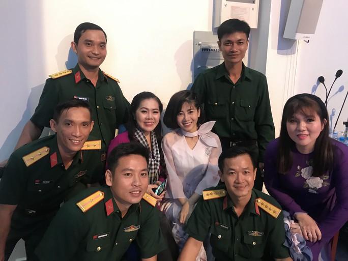 Trí Quang khóc khi thấy Mai Phương trở lại sân khấu - Ảnh 2.