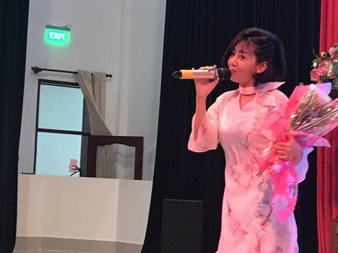 Trí Quang khóc khi thấy Mai Phương trở lại sân khấu - Ảnh 1.