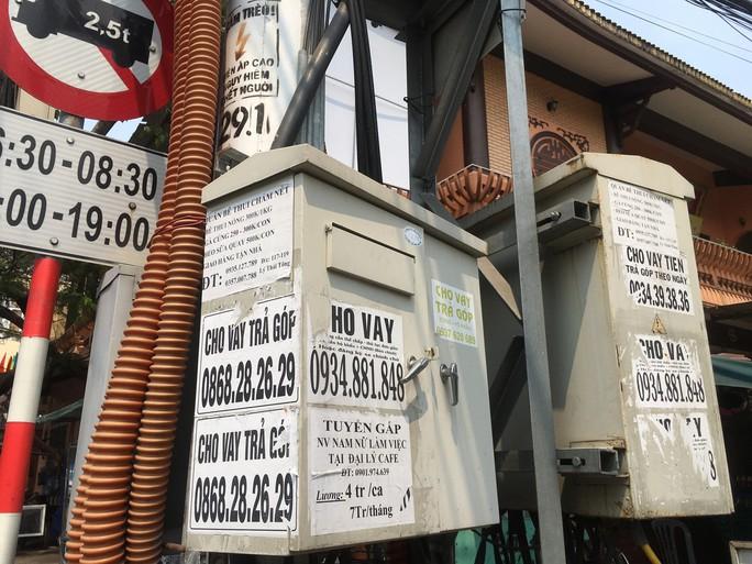 Nhếch nhác tờ rơi cho vay nặng lãi tràn lan trên đường phố Đà Nẵng - Ảnh 5.