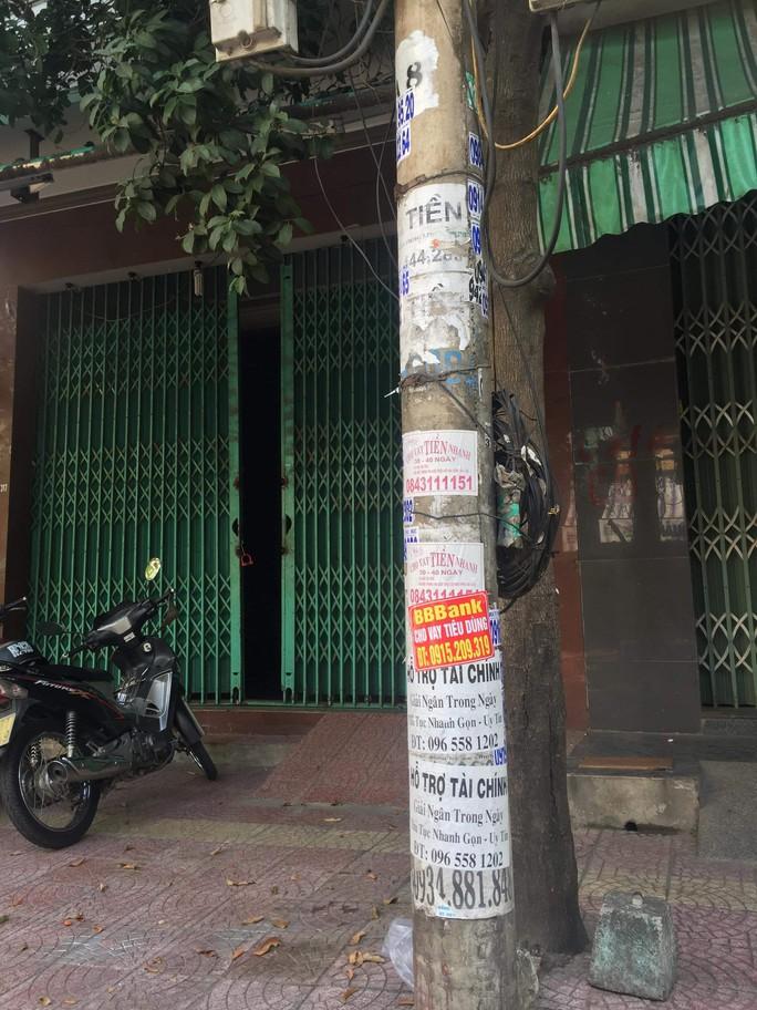 Nhếch nhác tờ rơi cho vay nặng lãi tràn lan trên đường phố Đà Nẵng - Ảnh 9.
