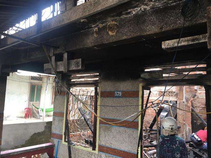 Nhà cháy rụi, 9 xe máy cũng bị cháy trơ khung  - Ảnh 4.